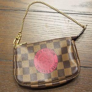 Louis Vuitton pouchette